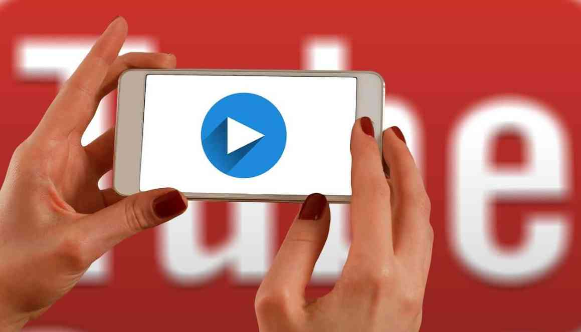 hands, smartphone, youtube marketing